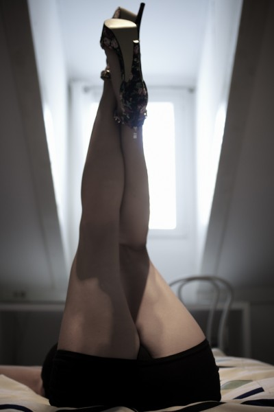 preview bonjour madame legs in the air