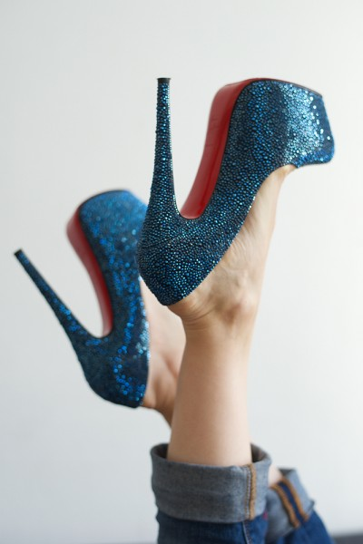preview louboutin blue in the air