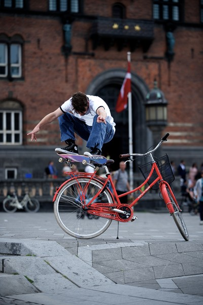 preview edourard ollie over bike into bank