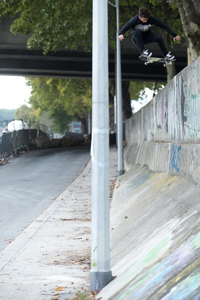 preview Dustin DOLLIN ollie in Paris by Loic BENOIT